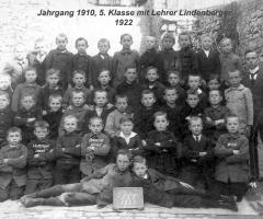 JG 1910 5. Klasse mit Lehrer Lindenberger