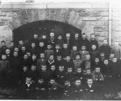 JG 1915/16/17 mit Lehrer Hermann Mehrlich