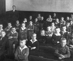 JG 1918 Knabenschule Schweinheim Kommunionklasse