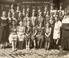 JG 1924/25 Mädchen 7. Klasse mit Sr. Lucina