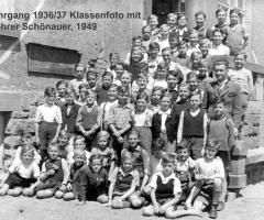 JG 1936/37 Klassenfoto mit Lehrer Schönauer 1949