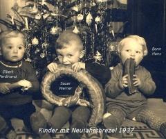 Bonn Hans, Sauer Werner, Elbert Ferdinand  mit Neujahrsbrezel 1937