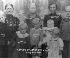 Brunner Viktoria mit Familie um 1915