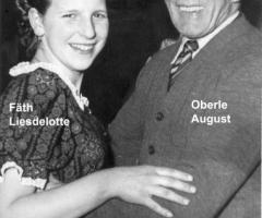 Fäth Liselotte tanzt mit August Oberle in der Turnhalle Fasching 1954